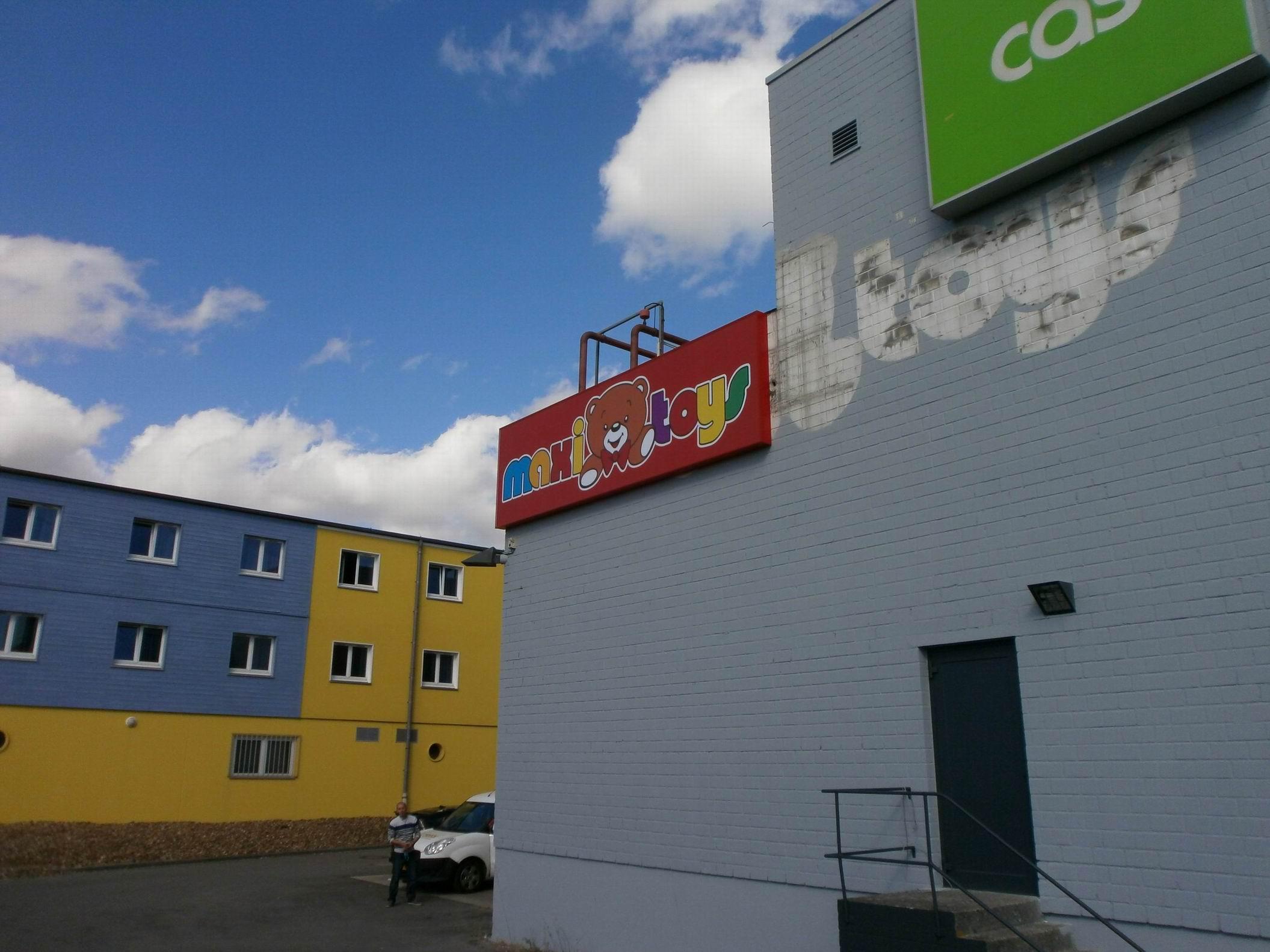 Maxitoys luxembourg foetz atelier enseignes for Caisson lumineux exterieur