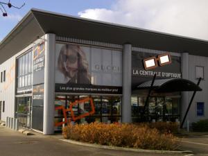 512faf9f9565a5 Atelier-Enseignes-Inscription-microperfore-La-Central-Optique-Marly- ...
