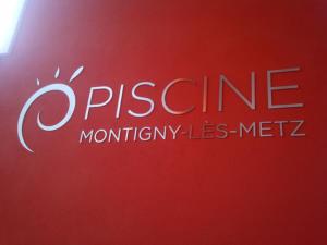 Atelier-Enseignes-Lettres-inox-Piscine-de-Montigny-les-Metz-57