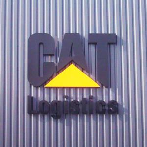 Atelier-Enseignes-Lettres-Metal-laquees-Caterpillar-57