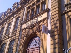Atelier-Enseignes-Lettres-PVC-Compact-laquees-Finances-Publiques-Metz-57