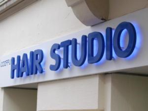Atelier-Enseignes-Lettres-PVC-Retroeclairees-leds-Hair-Studio-Metz-57