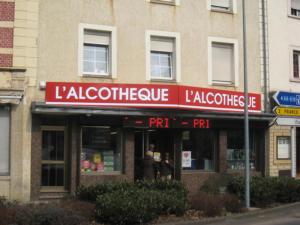 Atelier-Enseignes-Bandeaux-Tripix-Alcotheque-Luxembourg