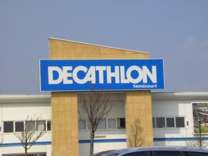 Atelier-Enseignes-Caisson-Toile-Tendue-lumineux-Decathlon-Semecourt-57