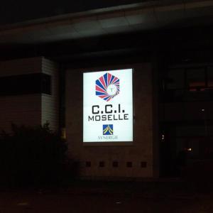 Atelier-Enseignes-Caisson-Toile-tendue-lumineux-tube-HT-CCI-Espace-Cormontaigne-2-Thionville-57
