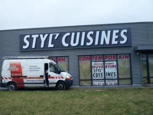 Atelier-Enseignes-Caisson-toile-tendu-lumineux-tube-BT-Styl-Cuisines-Thionville-57