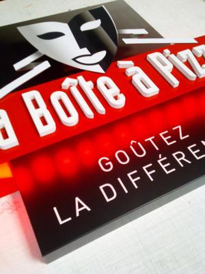 Atelier-Enseignes-Ecusson-relief-lumineux-leds-Boite-a-Pizza-Thionville-57