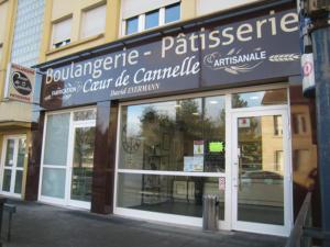 Atelier-Enseignes-Habillage-dibond-Boulangerie-Patisserie-Coeur-de-Canelle-Metz-57