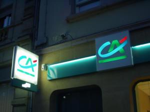 Atelier-Enseignes-Bandeau-Laque-Lumineux--tubes-BT-Credit-Agricole-03-Metz-57