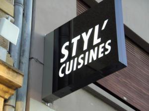 Atelier-Enseignes-Caisson-Double-face-lumineux-Styl-Cuisines-20-Thionville-57