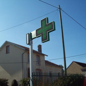 Atelier-Enseignes-Croix-leds-Pharmacie-Kraft-Nancy-54