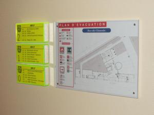Atelier-Enseignes-Plaque-et-Plan-evacuation-bloc-led-plexi-fluo-SDIS-06-Saint-Julien-Metz-57