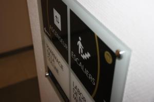 Atelier-Enseignes-Plaque-incolore-Manulor-Boulevard-de-Treves-04-Metz-57