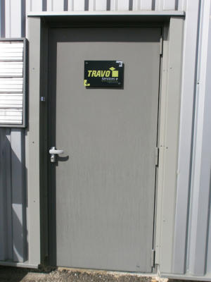 Atelier-Enseignes-Plaque-plexi-incolore-avec-cabochons-Speedi-Rychi-Nylon-Travo-Service-Marly-57