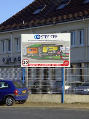 Atelier-Enseignes-Panneau-aluminium-sur-poteaux-STEF-TFE-2-Moulin-les-Metz-57