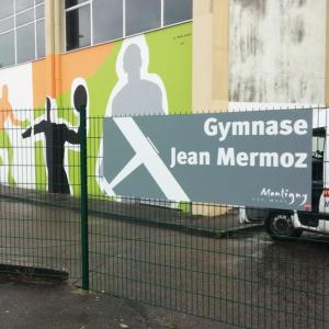 Atelier-Enseignes-Panneau-sur-grille-Mairie-de-Montigny-les-Metz-Gymnase-Jean-Mermoz-57