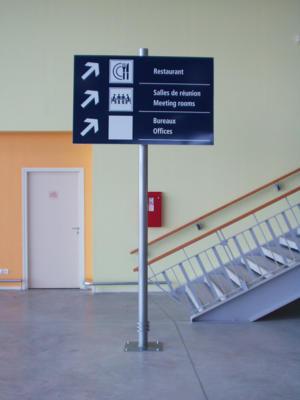 Atelier-Enseignes-Panneau-sur-poteau-Aeroport-de-Vatry-1-51