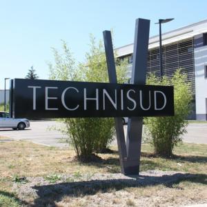 Atelier-Enseignes-Totem-V-lumineux-led-Technisud-Augny-57-03