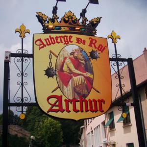 Atelier-Enseignes-Totem-personnalise-Auberge-du-Roi-Arthur-57