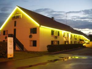 Atelier-Enseignes-Silhouettage-tubes-HT-Hotel-Formule-1-Talange-57