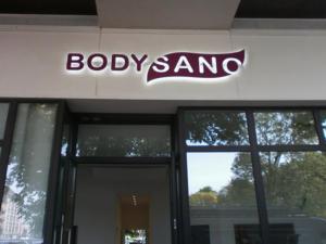 Atelier-Enseignes-Bandeau-et-lettres-retroeclairees-leds-Bodysano-Thionville-57