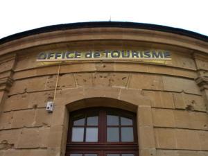 Atelier-Enseignes-Lettres-lumineuses-led-Office-de-Tourisme-Longwy-54