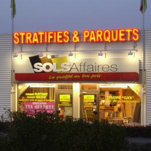 Atelier-Enseignes-Lettres-baignoires-tube-HT-Sols-affaires-Stratifie-et-Parquets-Marly-57