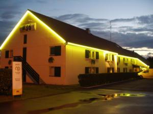 Atelier-Enseignes-Silhouettage-en-Tubes-Haute-Tension-HT-Hotel-Formule-1-Talange-57