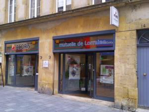 Atelier-Enseignes-Inscription-adhesif-miroir-Acoris-Metz-Grand-Cerf-Metz-57