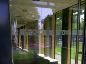 Atelier-Enseignes-Inscription-bande-de-securite-01-CMAM-Metz-57