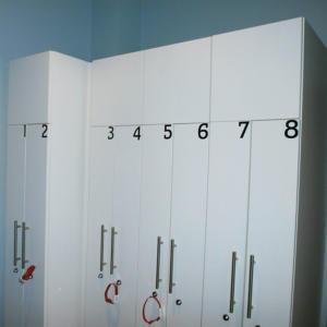 Atelier-Enseignes-Inscription-adhesif-sur-casier-Forme-et-Fitness-Boulay-57