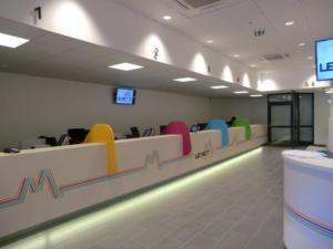 Atelier-Enseignes-Inscription-adhesif-sur-meuble-02-Espace-MobilitE-Le-Met-Metz-57