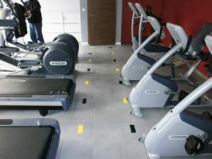 Atelier-Enseignes-Inscription-adhesif-sur-sol-Forme-et-Fitness-Boulay-57