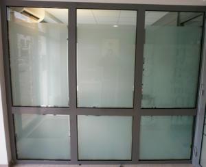 Atelier-Enseignes-Inscription-adhesif-depoli-01-Caisse-d-Epargne-Yutz-57