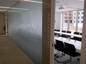 Atelier-Enseignes-Inscription-adhesif-depoli-01-Foncieres-des-Regions-Metz-57