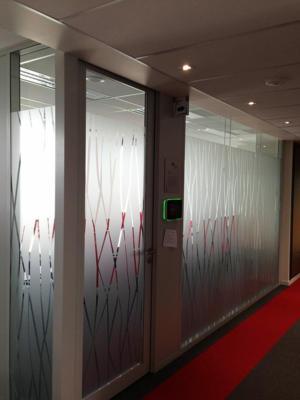Atelier-Enseignes-Inscription-adhesif-depoli-02-Caisse-Epargne-La-Halle-Metz-Pompidou-Metz-57