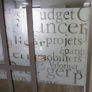 Atelier-Enseignes-Inscription-adhesif-depoli-03-Caisse-Epargne-Yutz-57