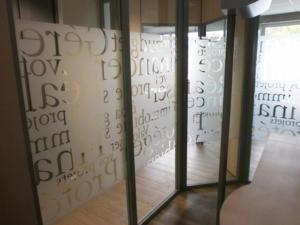 Atelier-Enseignes-Inscription-adhesif-depoli-04-Caisse-Epargne-Yutz-57
