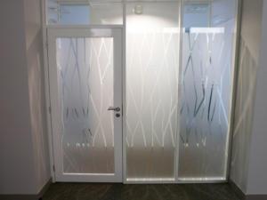 Atelier-Enseignes-Inscription-adhesif-depoli-Caisse-Epargne-Nancy-Poirel-54