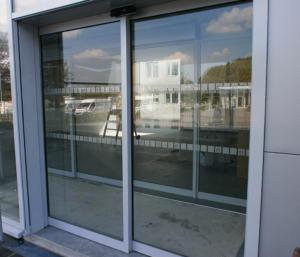 Atelier-Enseignes-Bande-de-securite-Caisse-Epargne-La-Halle-Metz-Pompidou-7-01